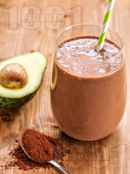 Протеинов шейк / смути с авокадо, извара, какао и мед - снимка на рецептата
